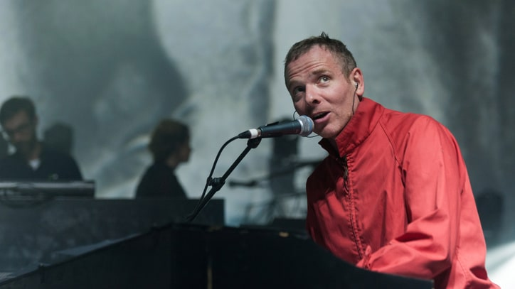 Belle and Sebastian Cancel Tour Over Singer's Health