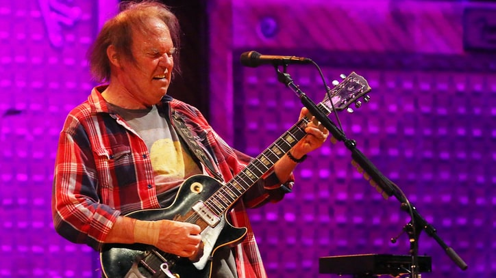 Flashback: Neil Young and Crazy Horse Play Epic 'Powderfinger'