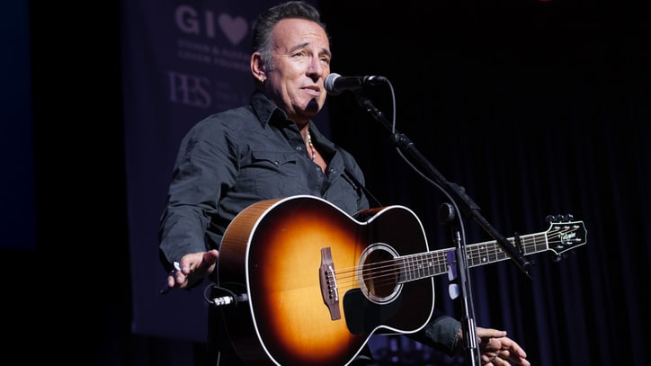 Bruce Springsteen, Jon Stewart Riff for Injured Vets at Stand Up for Heroes