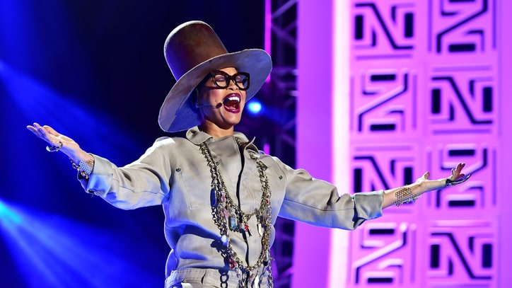 Watch Erykah Badu Scold Audience, Sing 'Phone Down' at Soul Train Awards