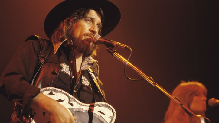 Hear Waylon Jennings Sing 'Outlaw Bit' on Tour in 1979
