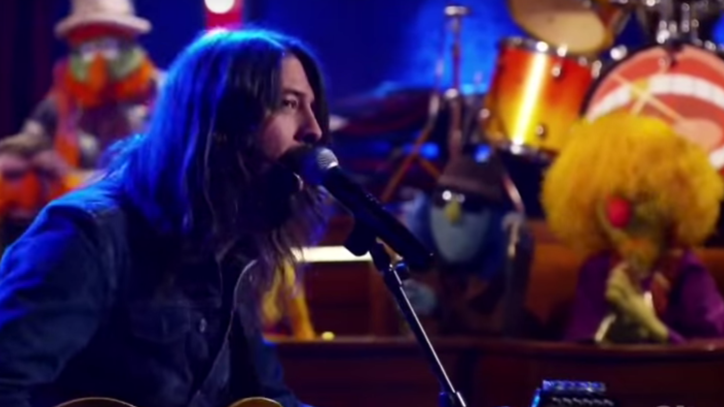 Watch Dave Grohl, Muppets Band Rock Out to 'Learn To Fly'