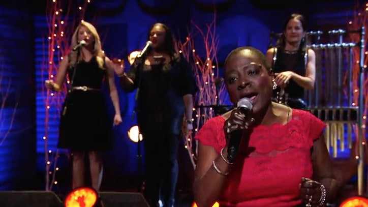 Sharon Jones Pleads 'Please Come Home for Christmas' on 'Conan'