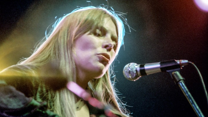 Flashback: Joni Mitchell Plays a Gorgeous Version of 'A Case of You'