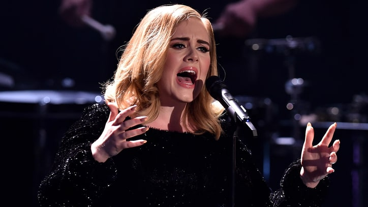 On the Charts: Adele's '25' Breezes Past 5 Million Copies Sold