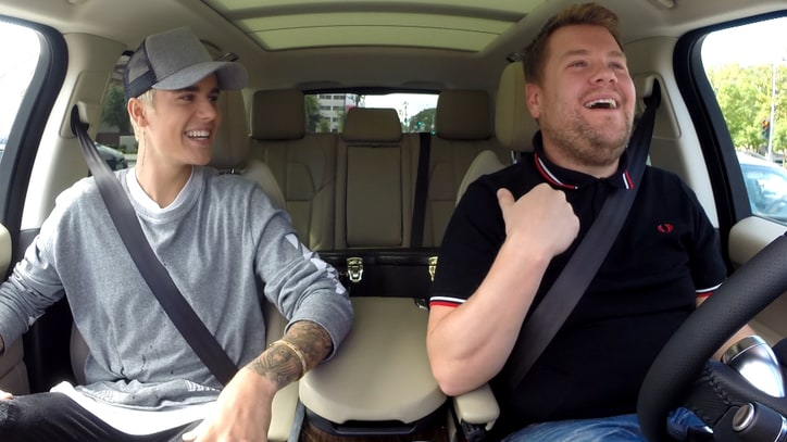 See Justin Bieber, One Direction, Stevie Wonder Sing 'Joy to the World'