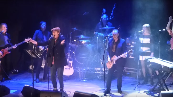 Watch the Kinks' Ray and Dave Davies Reunite Onstage for 'You Really Got Me'