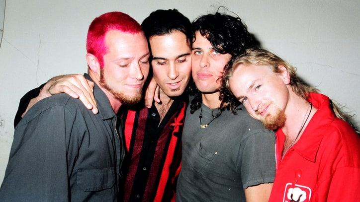 Watch Stone Temple Pilots' Heartfelt Musical Tribute to Scott Weiland
