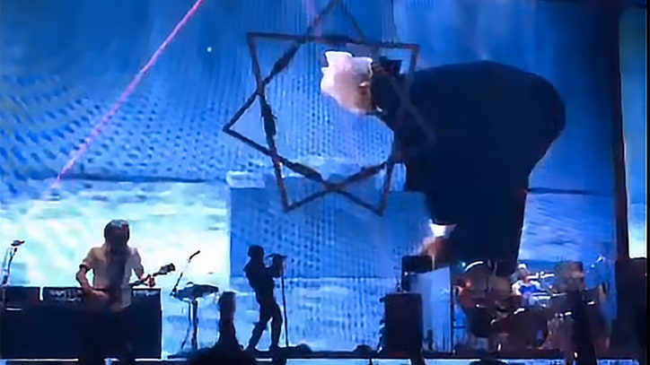 Tool Pound Out Classics, Cover Zeppelin at Intense Tour Opener