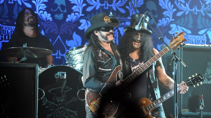 Flashback: Lemmy, Slash and Dave Grohl Play Rumbling 'Ace of Spades'