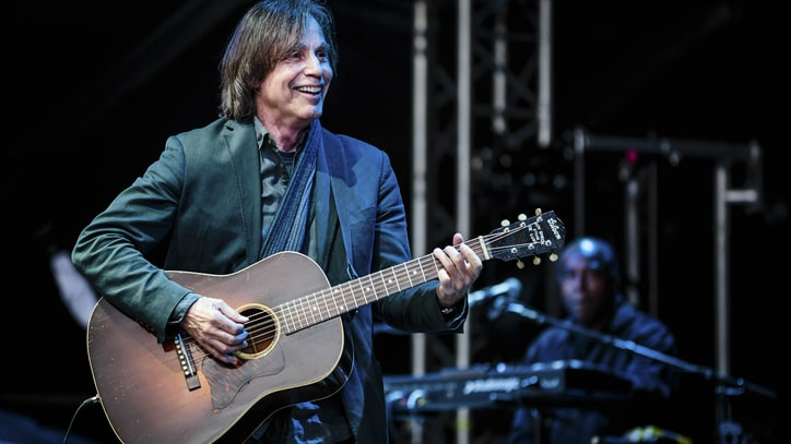 See Jackson Browne Honor Glenn Frey With Live 'Take It Easy'