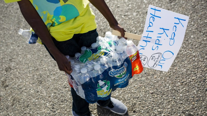 Pearl Jam, Big Sean, Cher, Meek Mill Raise Money for Lead-Poisoned Kids in Flint