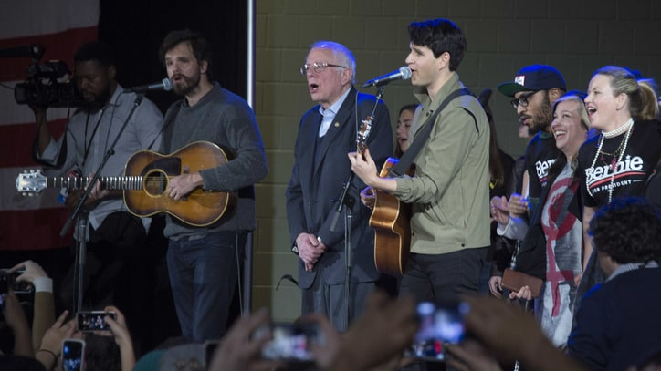 Watch Bernie Sanders Sing With Vampire Weekend at Iowa Rally