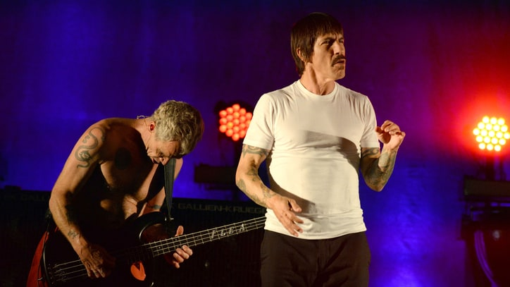 Red Hot Chili Peppers Cover David Bowie at Bernie Sanders Fundraiser