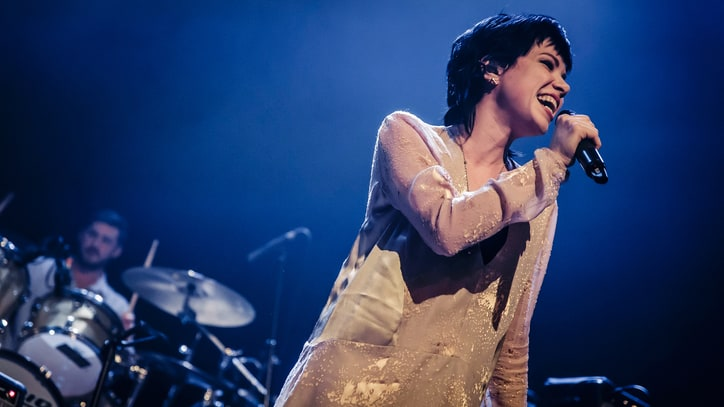 Watch Courtney Love, Carly Rae Jepsen Cover Fleetwood Mac