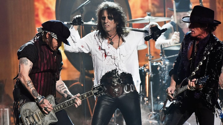 Hollywood Vampires Salute Lemmy With Fiery Grammy Tribute