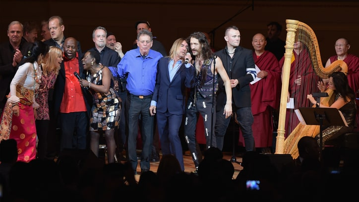See Iggy Pop, Patti Smith Group's Electric David Bowie Tribute