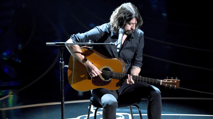 Dave Grohl Plays Touching 'Blackbird' Cover at Oscars 2016