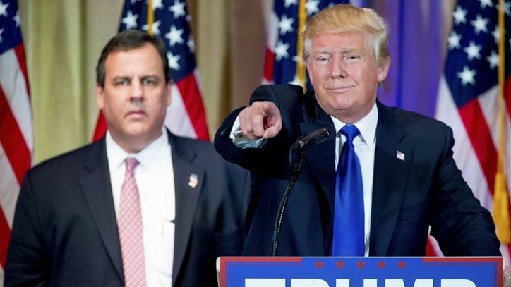 Watch Chris Christie Die Inside Beside Donald Trump on Super Tuesday