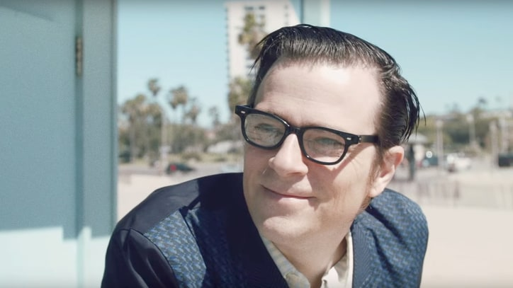 Watch Weezer's Super-Meta 'California Kids' Video