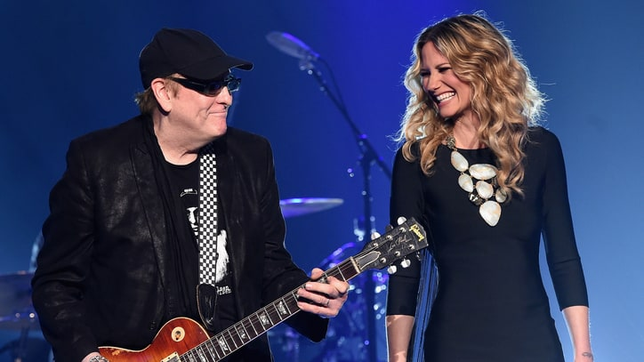 See Jennifer Nettles Perform 'I Want You to Want Me' With Cheap Trick