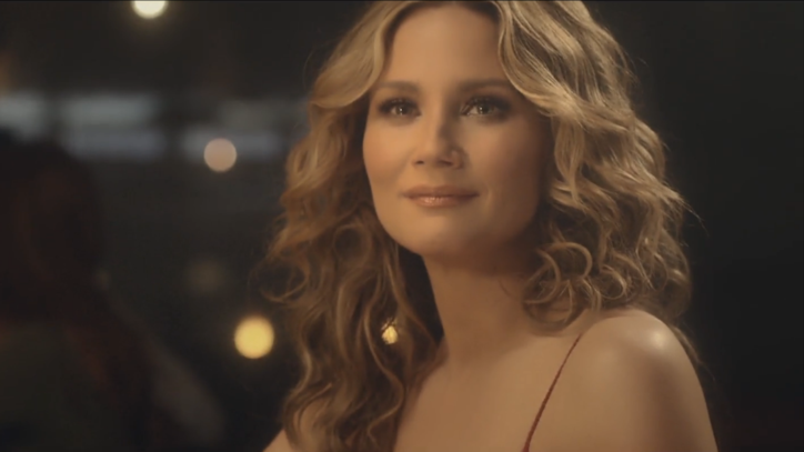 See Jennifer Nettles' Alluring 'Unlove You' Video