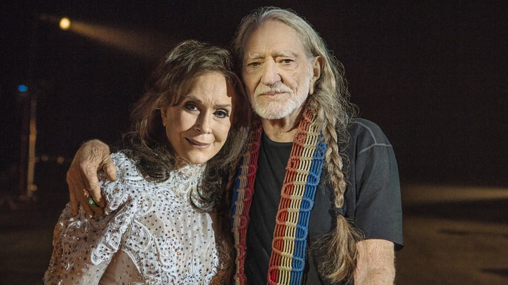 See Loretta Lynn, Willie Nelson's Somber 'Lay Me Down' Video