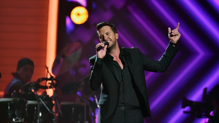 Luke Bryan Leads 2016 American Country Countdown Awards Finalists