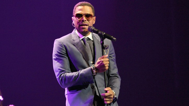Maxwell Teases New LP With Suave Ballad 'Lake by the Ocean'
