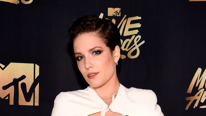 Watch Halsey Cover Los Angeles in Snow at MTV Movie Awards