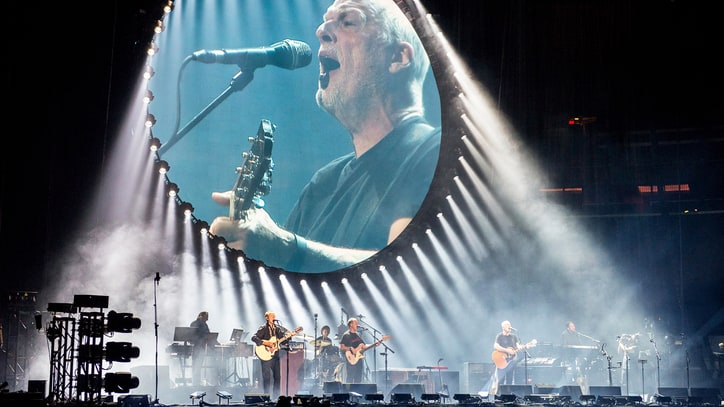 David Gilmour Ends Tour With Stunning Pink Floyd Hits, Soaring Solos