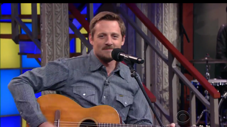 See Sturgill Simpson Sing About Waffle House Etiquette on 'Colbert'