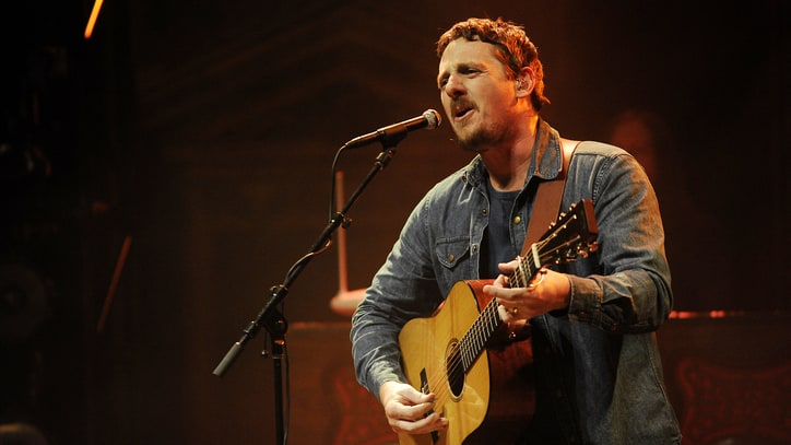 Sturgill Simpson Brings Horns, Soul Man Persona to Surprise Show