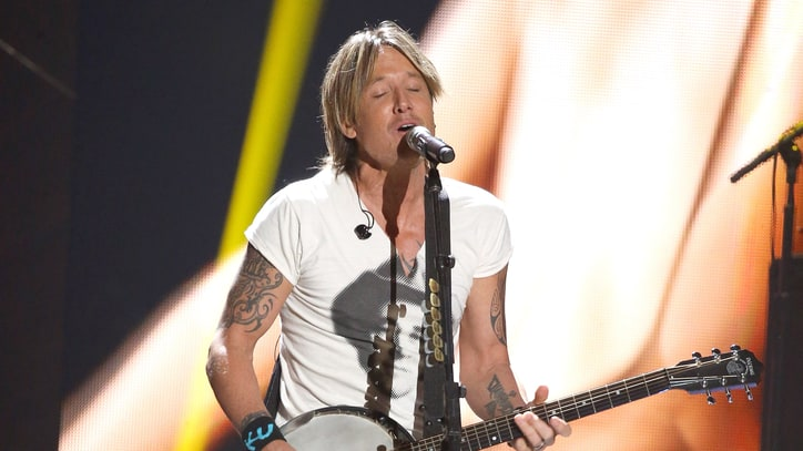 Keith Urban Debuts 'Ripcord' at Dynamic New York Show
