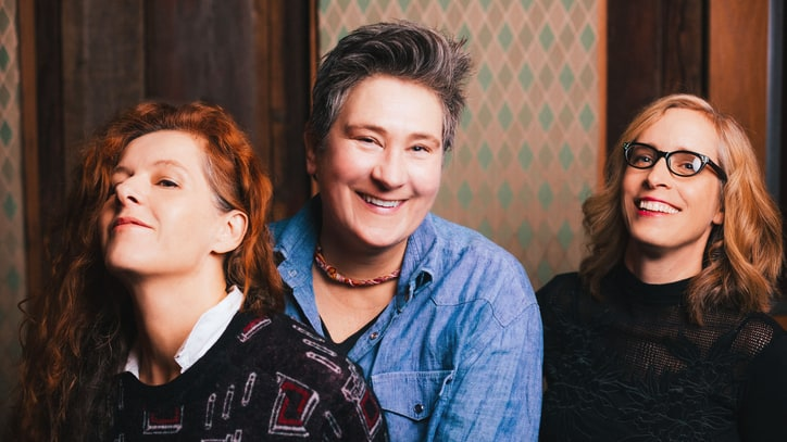 Hear Neko Case, KD Lang and Laura Veirs' Enchanting 'Delirium'
