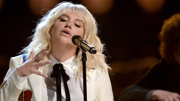 Watch Kesha Cover Bob Dylan's 'It Ain't Me Babe' at Billboard Music Awards