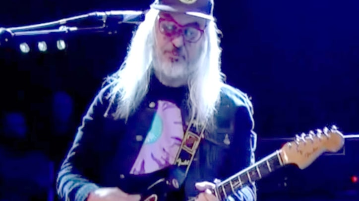 Watch Dinosaur Jr. Perform Thunderous New Single 'Tiny'