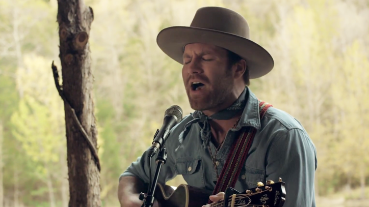 See Drake White Get 'Back to Free' in Intimate Outdoor Performance
