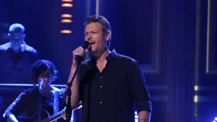 Blake Shelton on Gwen, Twitter Mistakes and Tabloid Trouble