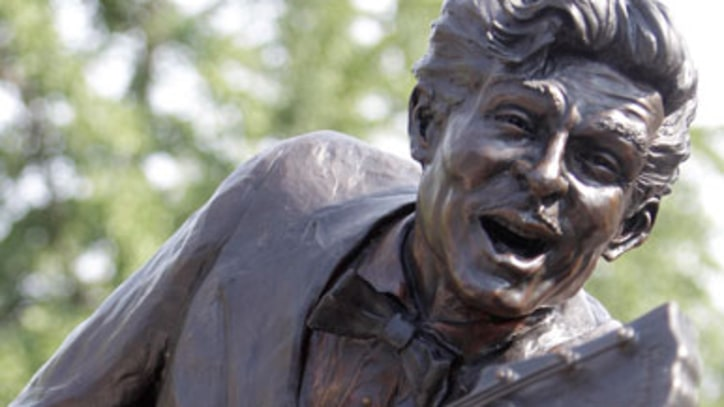 Chuck Berry Statue Unveiled in St. Louis