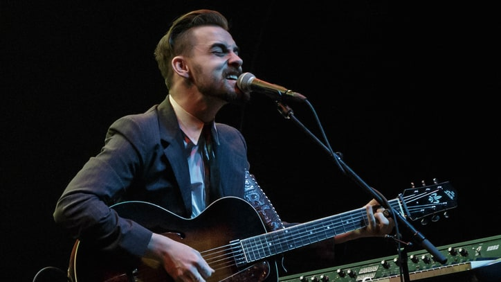 See Robert Ellis and Leon Bridges' Sultry Willie Nelson Cover
