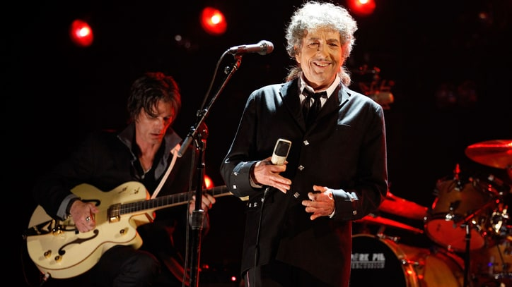 Watch Bob Dylan Jam on Cover of Lynyrd Skynyrd's 'Free Bird'