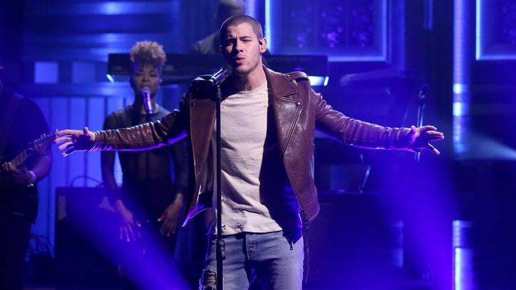 Watch Nick Jonas' Simple 'Close' Performance on 'Fallon'
