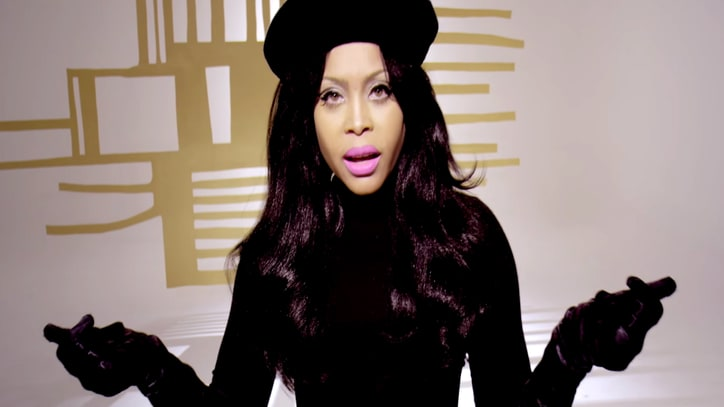 See Erykah Badu Go 'Beatnik Chanteuse' for 'Maiysha' Video