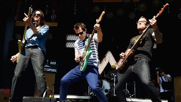 Weezer Honor NASA Mission With New Song 'I Love The USA'