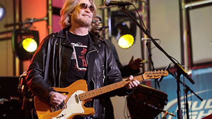 Daryl Hall Finds Happiness in a 'Very F-ed Up World'