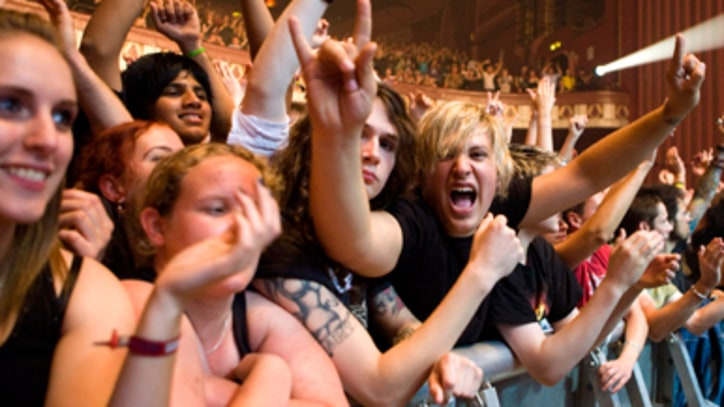 Motley Crue Fans Scammed by Fake Concert Promoters