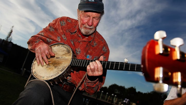 Pete Seeger Marches in Support of Occupy Wall Street