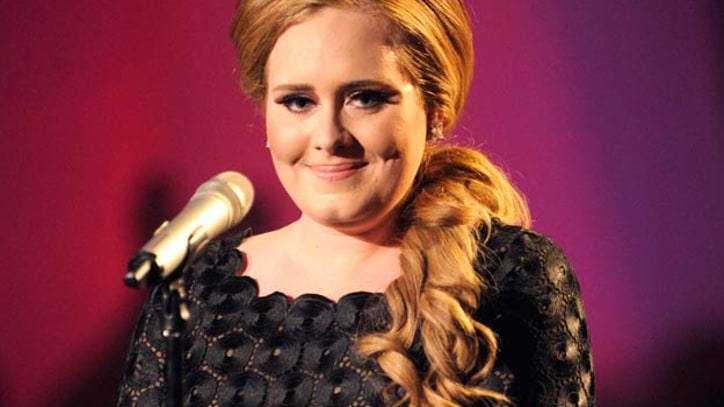 Adele Undergoes Throat Surgery