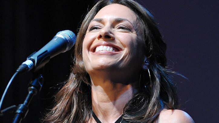 Susanna Hoffs Riffs on New Bangles Album, Eighties Nostalgia
